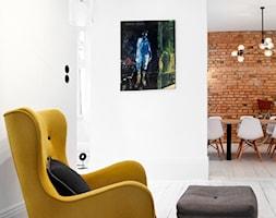 Apartament w Sopocie. Wyjątkowy. - Salon z jadalnią, styl skandynawski - zdjęcie od DEKA DESIGN