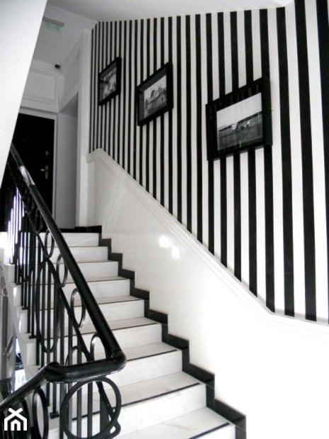 Średnie schody styl minimalistyczny zdjęcie od angelika
