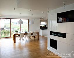 Średnia otwarta biała jadalnia w salonie, styl nowoczesny - zdjęcie od Epoca-Pracownia Projektowa