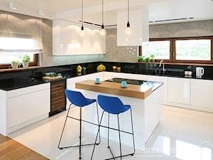 Nowoczesny dom - Duża otwarta szara kuchnia w kształcie litery u z wyspą, styl nowoczesny - zdjęcie od Epoca-Pracownia Projektowa