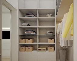 Żoliborz Artystyczny 88,5 - Średnia otwarta garderoba oddzielne pomieszczenie, styl nowoczesny - zdjęcie od Klaudia Tworo Projektowanie Wnętrz