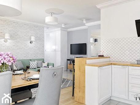 Aranżacje wnętrz - Salon: Mieszkanie_2 - Średni szary biały salon z kuchnią z jadalnią - Klaudia Tworo Projektowanie Wnętrz. Przeglądaj, dodawaj i zapisuj najlepsze zdjęcia, pomysły i inspiracje designerskie. W bazie mamy już prawie milion fotografii!
