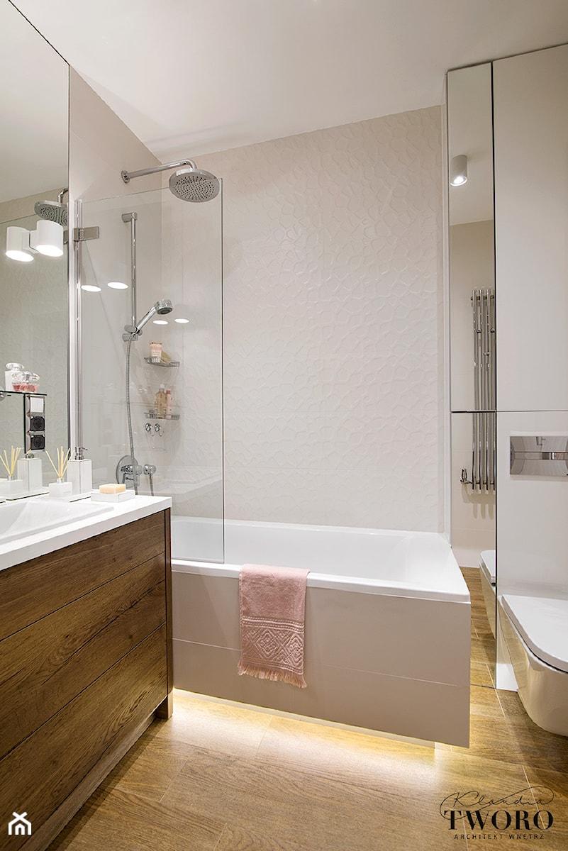 Żoliborz Artystyczny Biały - Mała biała łazienka na poddaszu w bloku w domu jednorodzinnym bez okna - zdjęcie od Klaudia Tworo Projektowanie Wnętrz