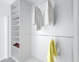 Dom w Jarocinie - Średnia zamknięta garderoba, styl nowoczesny - zdjęcie od Klaudia Tworo Projektowanie Wnętrz