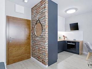 Mieszkanie Łódź - Chojny Park - Mały biały szary hol / przedpokój, styl nowoczesny - zdjęcie od Klaudia Tworo Projektowanie Wnętrz