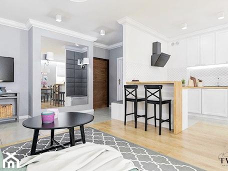 Aranżacje wnętrz - Salon: Mieszkanie_2 - Średni szary salon z kuchnią z jadalnią - Klaudia Tworo Projektowanie Wnętrz. Przeglądaj, dodawaj i zapisuj najlepsze zdjęcia, pomysły i inspiracje designerskie. W bazie mamy już prawie milion fotografii!