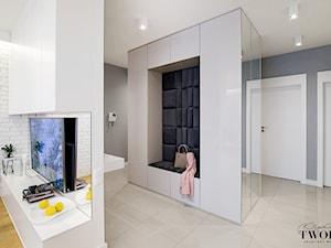 Żoliborz Artystyczny Biały - Średni szary hol / przedpokój - zdjęcie od Klaudia Tworo Projektowanie Wnętrz