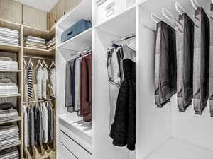 Villa Nobile 2 - Duża otwarta garderoba oddzielne pomieszczenie, styl nowoczesny - zdjęcie od Klaudia Tworo Projektowanie Wnętrz