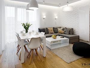 Żoliborz Artystyczny Biały - Średni salon z jadalnią z tarasem / balkonem - zdjęcie od Klaudia Tworo Projektowanie Wnętrz