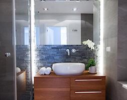 Łazienki - Mała szara łazienka w bloku, styl nowoczesny - zdjęcie od Pracownia Architektoniczna Małgorzaty Górskiej-Niwińskiej