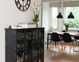 Skandynawski klimat - Średnia otwarta biała jadalnia w salonie, styl skandynawski - zdjęcie od Pracownia Architektoniczna Małgorzaty Górskiej-Niwińskiej - Homebook