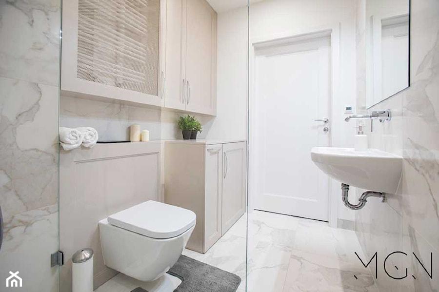 Aranżacje wnętrz - Łazienka: MIeszkanie Mokotów - Mała łazienka w bloku bez okna, styl klasyczny - Pracownia Architektoniczna Małgorzaty Górskiej-Niwińskiej. Przeglądaj, dodawaj i zapisuj najlepsze zdjęcia, pomysły i inspiracje designerskie. W bazie mamy już prawie milion fotografii!