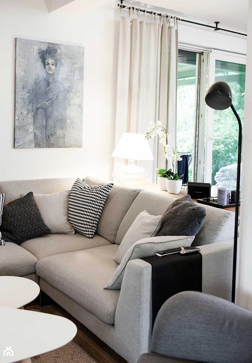 Skandynawski klimat - Mały biały salon, styl skandynawski - zdjęcie od Pracownia Architektoniczna Małgorzaty Górskiej-Niwińskiej
