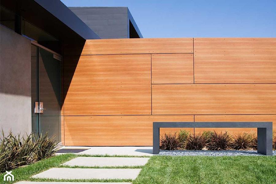 Aranżacje wnętrz - Ogród: Ława Regular - Średni ogród przed domem, styl nowoczesny - Modern Line. Przeglądaj, dodawaj i zapisuj najlepsze zdjęcia, pomysły i inspiracje designerskie. W bazie mamy już prawie milion fotografii!