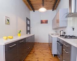 Realizacja - Noakowskiego - Szczecin - Średnia zamknięta wąska biała kuchnia dwurzędowa - zdjęcie od Home Staging Szczecin