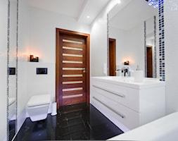 I LOVE WHITE - Średnia biała łazienka w bloku bez okna - zdjęcie od LOFT ART Izabela Balbus