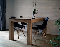 CHOSZCZÓWKA - Mała otwarta biała jadalnia w salonie, styl skandynawski - zdjęcie od Hekkelstrand