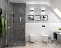 Łazienka na poddaszu - Duża biała szara łazienka na poddaszu w domu jednorodzinnym z oknem, styl industrialny - zdjęcie od RT Studio