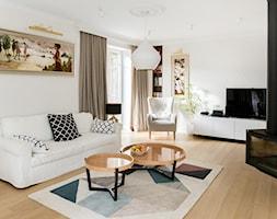 Gdyńska Modernistyczna Willa - Średni biały salon z bibiloteczką, styl klasyczny - zdjęcie od SIKORA
