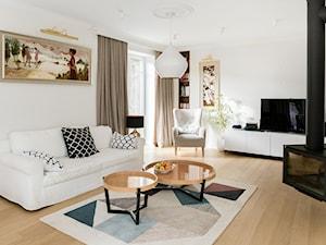 Gdyńska Modernistyczna Willa - Średni biały salon z bibiloteczką, styl klasyczny - zdjęcie od SIKORA WNĘTRZA