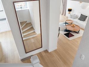 Gdyńska Modernistyczna Willa - Średni biały salon, styl klasyczny - zdjęcie od SIKORA WNĘTRZA