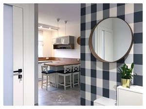 PROJEKT MIESZKANIA 43m2 - RYNEK PIERWOTNY - Mała zamknięta biała kuchnia w kształcie litery g z oknem, styl tradycyjny - zdjęcie od ADS HOME CONCEPT