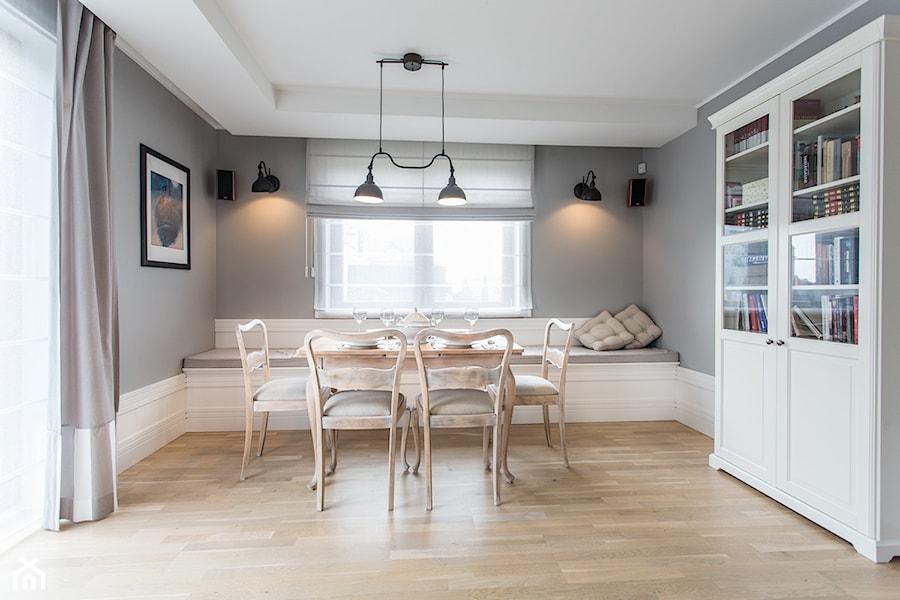 b02535eb233108 Aranżacje wnętrz - Jadalnia: Dom nad Wisłą - Średnia otwarta szara jadalnia  jako osobne pomieszczenie
