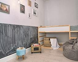 Duży biały czarny pokój dziecka dla chłopca dla dziewczynki dla malucha, styl skandynawski - zdjęcie od emDesign home & decoration