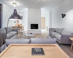 Carrara - Duży szary salon z jadalnią, styl minimalistyczny - zdjęcie od emDesign home & decoration - Homebook