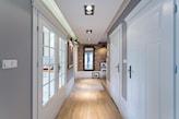 korytarz w domu jednorodzinnym