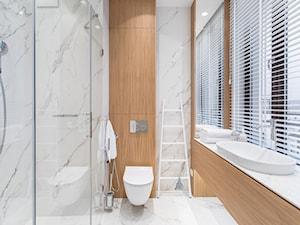 Carrara - Mała łazienka w bloku z oknem, styl minimalistyczny - zdjęcie od emDesign home & decoration