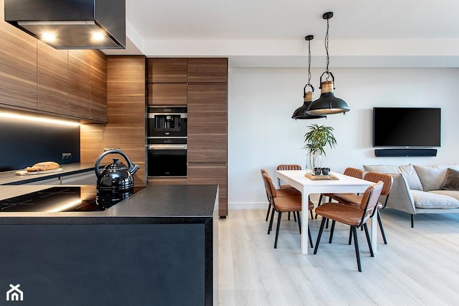 Orzech amerykański - Średni szary salon z kuchnią z jadalnią, styl minimalistyczny - zdjęcie od emDesign home & decoration