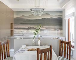 Z Zakopanem w tle - Mała otwarta biała jadalnia w kuchni, styl eklektyczny - zdjęcie od emDesign home & decoration