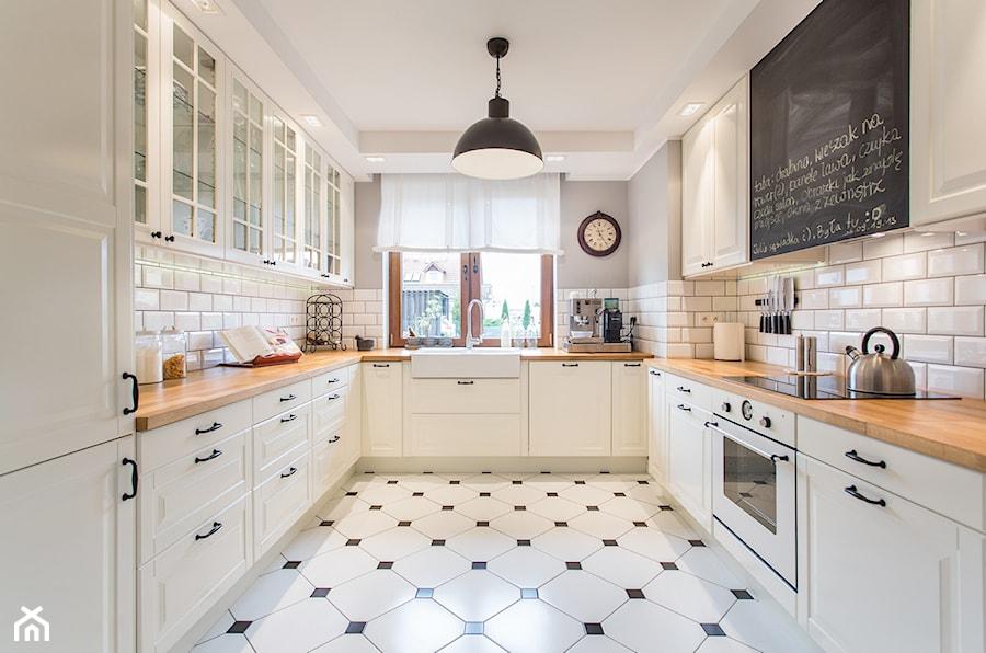 Dom nad Wisłą - Duża szara kuchnia w kształcie litery u w aneksie, styl skandynawski - zdjęcie od emDesign home & decoration