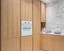 Carrara - Średnia otwarta kuchnia w kształcie litery l, styl minimalistyczny - zdjęcie od emDesign home & decoration - Homebook