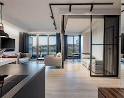 Orzech amerykański - Duży szary salon z jadalnią z tarasem / balkonem, styl minimalistyczny - zdjęcie od emDesign home & decoration - Homebook
