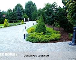 Ogród pod Lublinem - Duży ogród przed domem - zdjęcie od Lunatic Garden