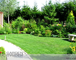 Ogród - Średni ogród za domem z altaną - zdjęcie od Lunatic Garden