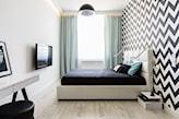 sypialnia z czarno - białą tapetą