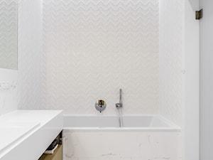 Nowe Orłowo 4 - Gdynia - Mała biała łazienka na poddaszu w bloku w domu jednorodzinnym bez okna, styl nowoczesny - zdjęcie od Anna Maria Sokołowska Architektura Wnętrz (dawniej Pracownia Projektowa Dragon Art )
