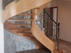Policzkowe schody gięte - zdjęcie od Jarosz-schody
