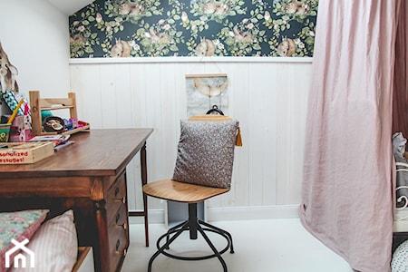 Jak ustawić biurko w pokoju dziecka?