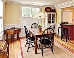 Średnia otwarta biała pomarańczowa jadalnia w kuchni, styl tradycyjny - zdjęcie od Powerage