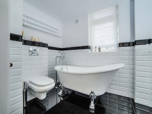 Łazienka w bieli i czerni – 10 uroczych inspiracji