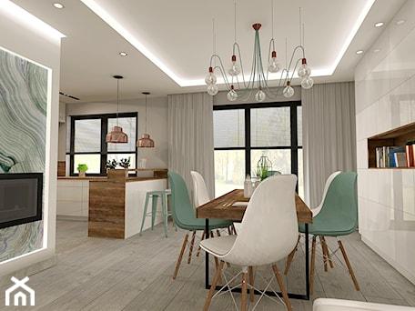 Aranżacje wnętrz - Jadalnia: Aranżacja kuchni i salonu w domu jednorodzinnym - Średnia otwarta szara jadalnia jako osobne pomieszczenie, styl nowoczesny - Atelier Art&Design. Przeglądaj, dodawaj i zapisuj najlepsze zdjęcia, pomysły i inspiracje designerskie. W bazie mamy już prawie milion fotografii!