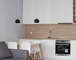 AMSTERDAM - Mała beżowa szara kuchnia jednorzędowa w aneksie, styl skandynawski - zdjęcie od Dekoncept - Homebook