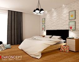 dom - Duża biała sypialnia małżeńska - zdjęcie od Dekoncept - Homebook