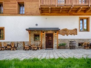 elewacja balkony balustrady drewniane