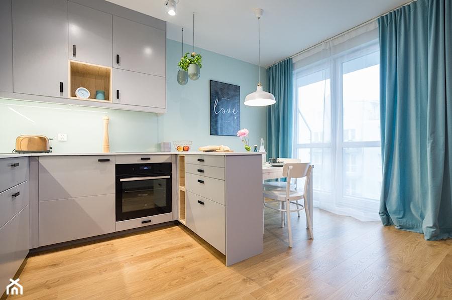 szara kuchnia z miętowym akcentem - zdjęcie od MOA design