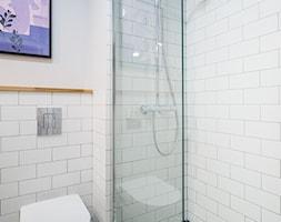 Mała łazienka z niebieskim akcentem - zdjęcie od MOA design - Homebook